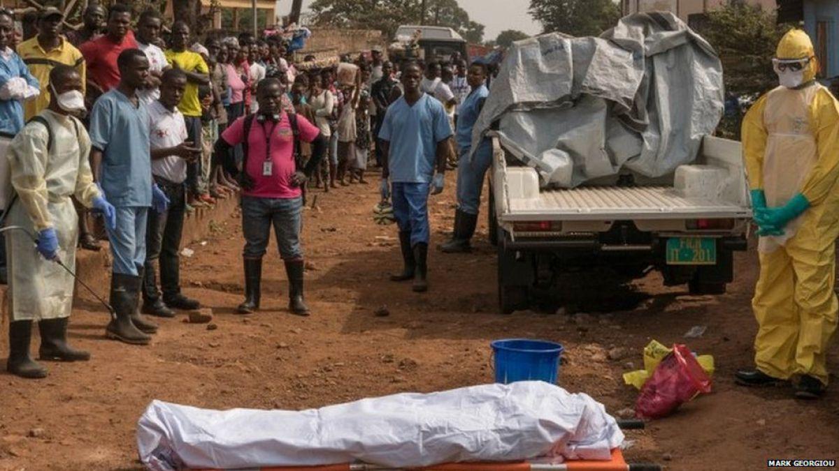 Los enterradores del ébola que inspiraban miedo pero salvaron miles de vidas