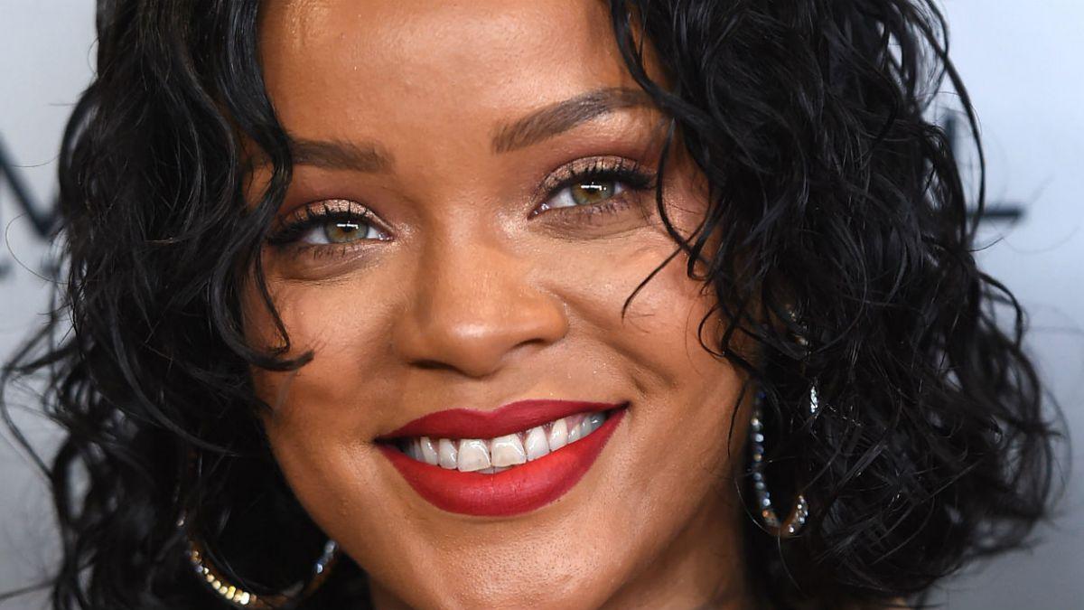 Rihanna seduce con traje de carnaval