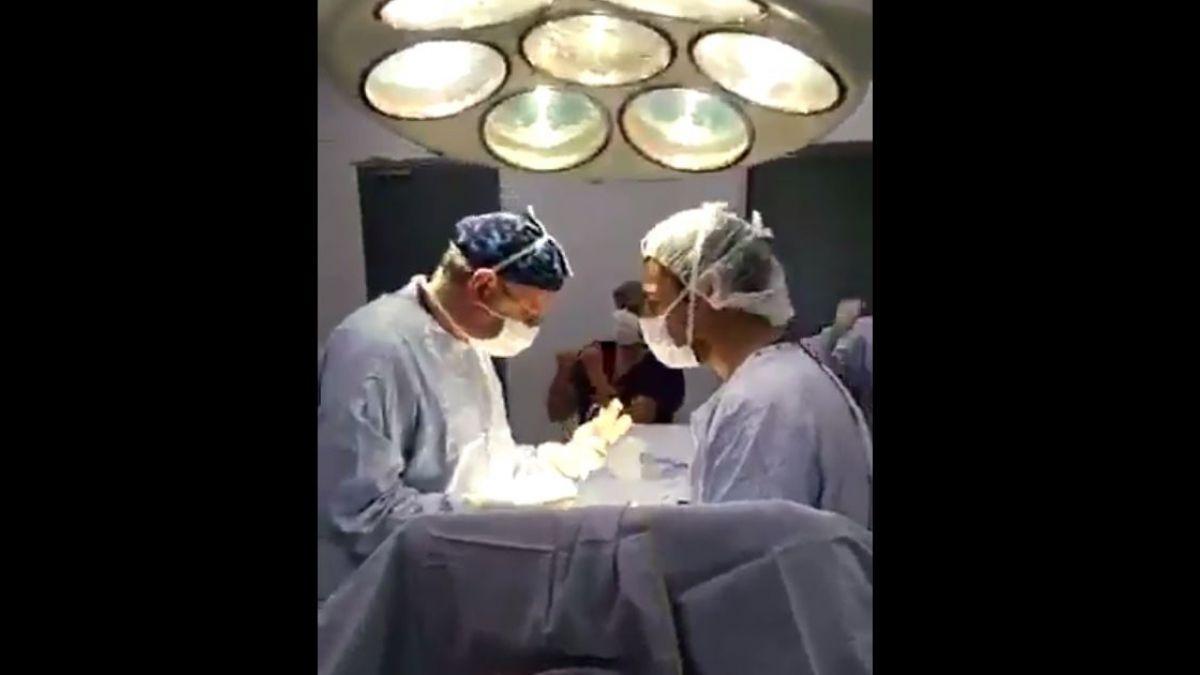 Médicos que celebraron triunfo de Chile en plena cirugía arriesgan investigación