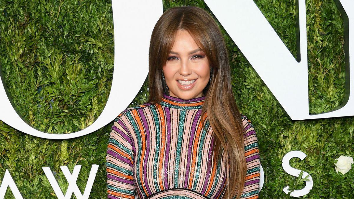¡Mejor que nunca! Thalía presume su 'cintura de avispa' en ajustado traje