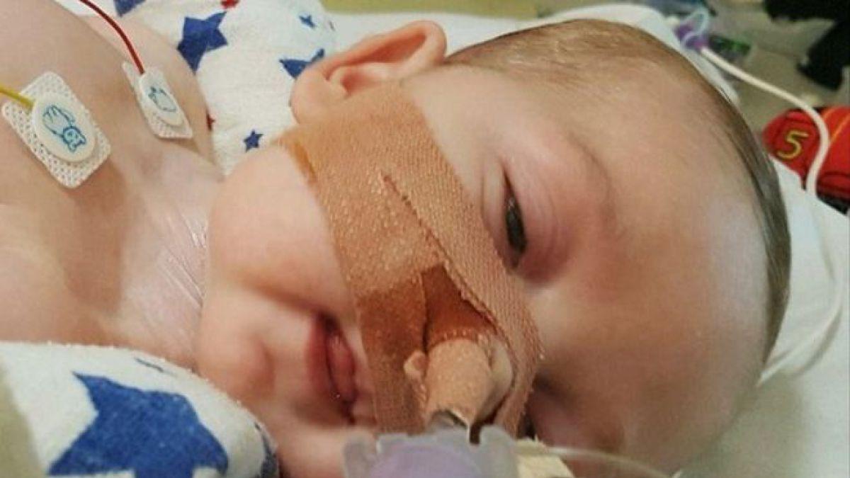 Juez ordena desconectar al bebé Charlie Gard