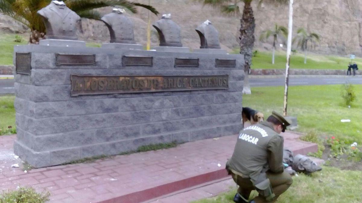 Decapitan bustos de héroes chilenos en Arica