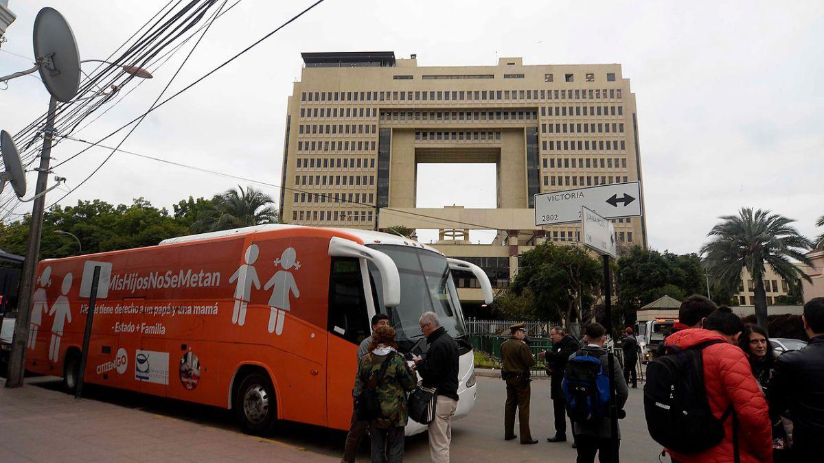 Pastor Soto fue detenido en Valparaíso durante manifestaciones por el Bus de la Libertad