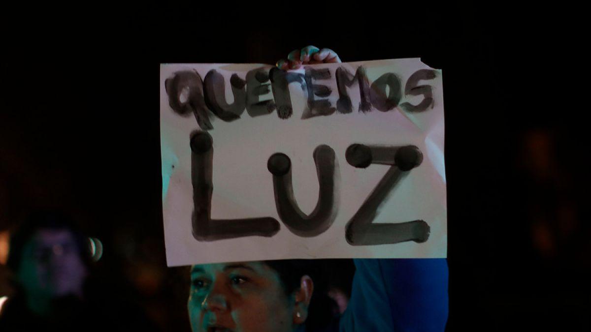 CHILE: Cortes de luz: Vecinos de Las Condes serán alojados en hoteles y Lavín dice que se lo cobrará a Enel