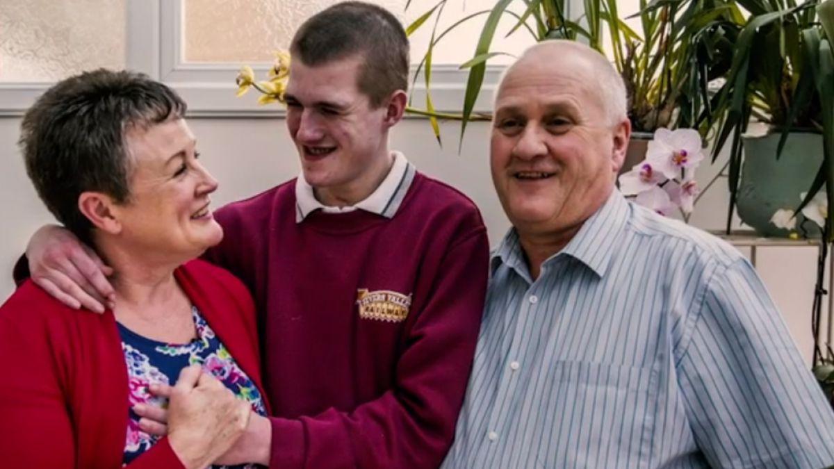 Liam Derbyshire, el joven británico que puede morir si se queda dormido espontáneamente