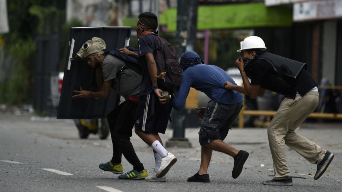 Dos personas murieron durante el paro cívico de la oposición en Venezuela