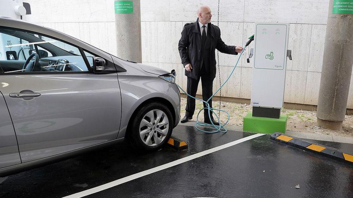 Dos países ponen fecha de caducidad a los automóviles que funcionan con gasolina y diésel