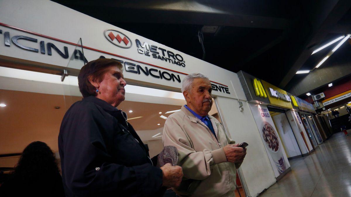 Partió la entrega de tarjeta especial para adultos mayores en el Metro
