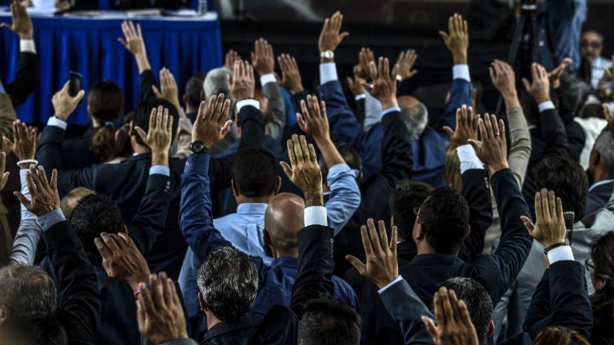 Embajada de Chile en Caracas recibe a dos jueces opositores a Maduro
