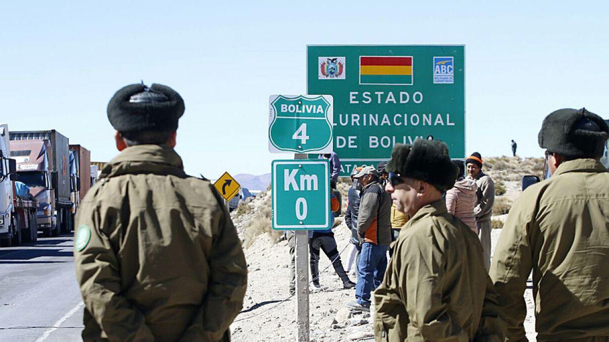 Carabineros asisten a policía boliviano que sufrió paro cardíaco en paso fronterizo