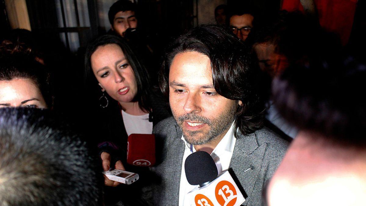 Alberto Mayol oficializa candidatura a diputado por Santiago