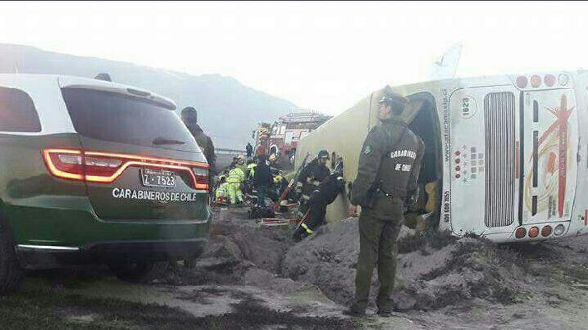 Dos muertos deja volcamiento de bus en Copiapó