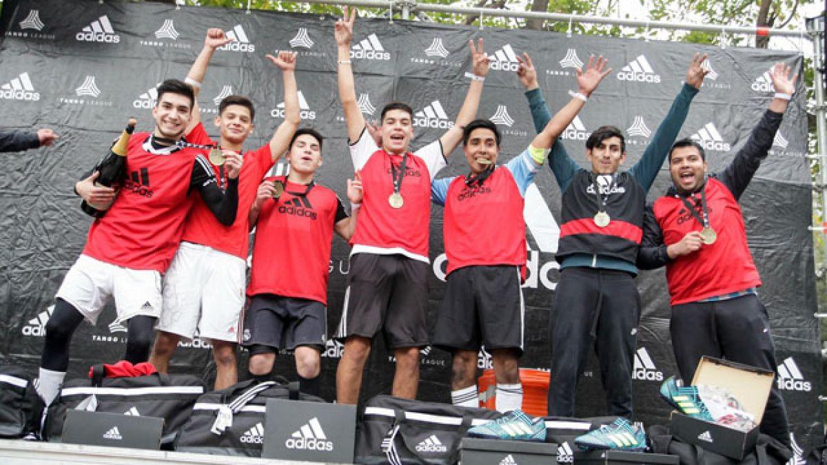 """Ganador de exitoso torneo urbano de fútbol acompañará a """"La Roja"""" en Brasil"""