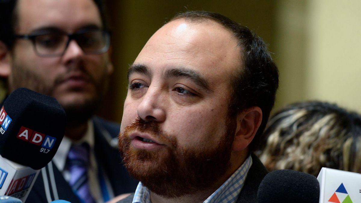 Diputado Fuad Chahín se encuentra internado tras volcar vehículo