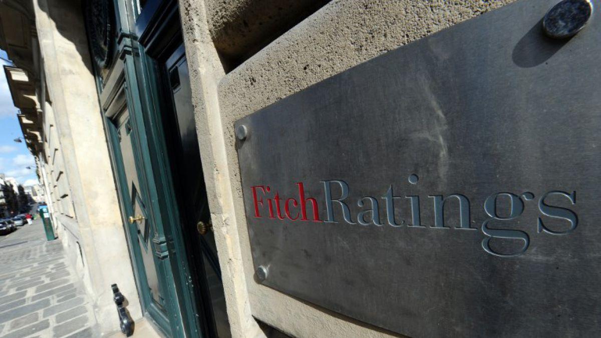 Fitch rebajó calificación soberana de Chile por prolongada debilidad de economía
