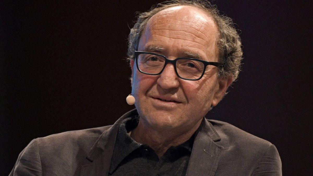 Libera España al escritor Akhanli requerido por Turquía