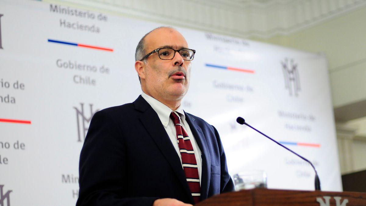 Ministro de Hacienda se suma a críticas por rechazo a Dominga