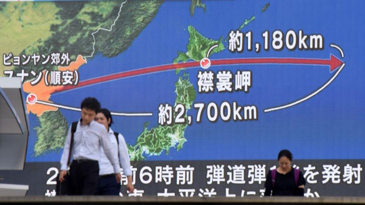 May aboga por fortalecer la cooperación en Defensa con Japón