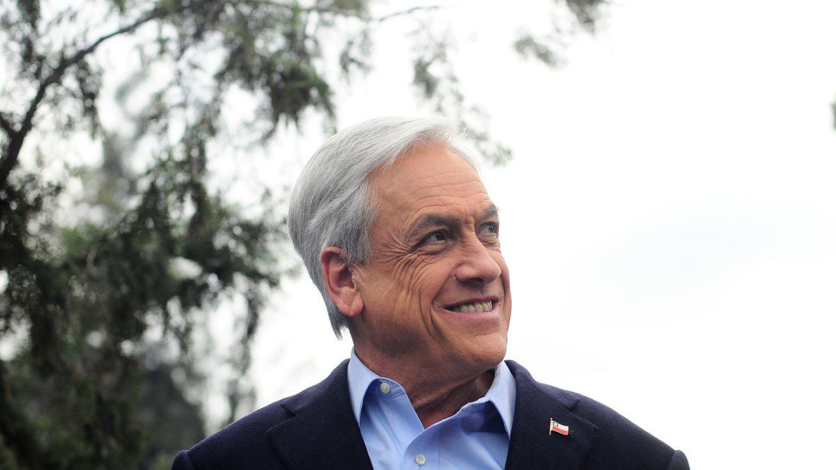 Cadem: Piñera se mantiene como líder del sondeo pese a caída de dos puntos