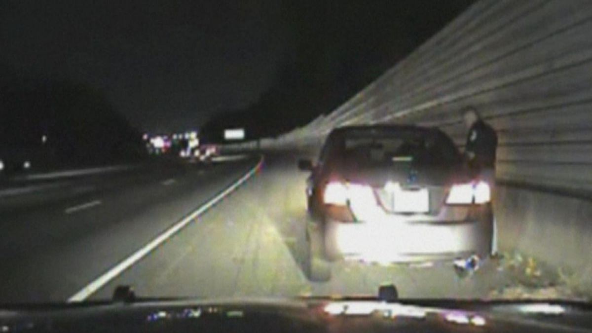 Policía le dice a conductora que solo matan a