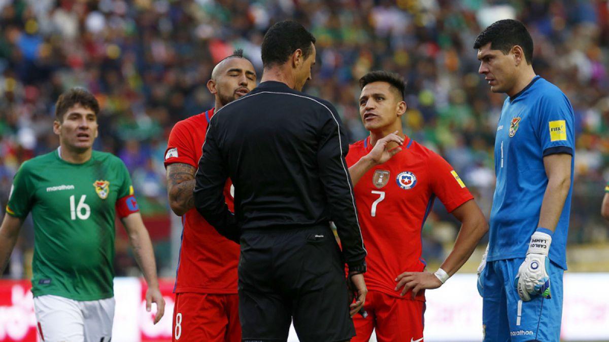 Árbitro del Bolivia-Chile asegura que no le mostró amarilla a Alexis Sánchez