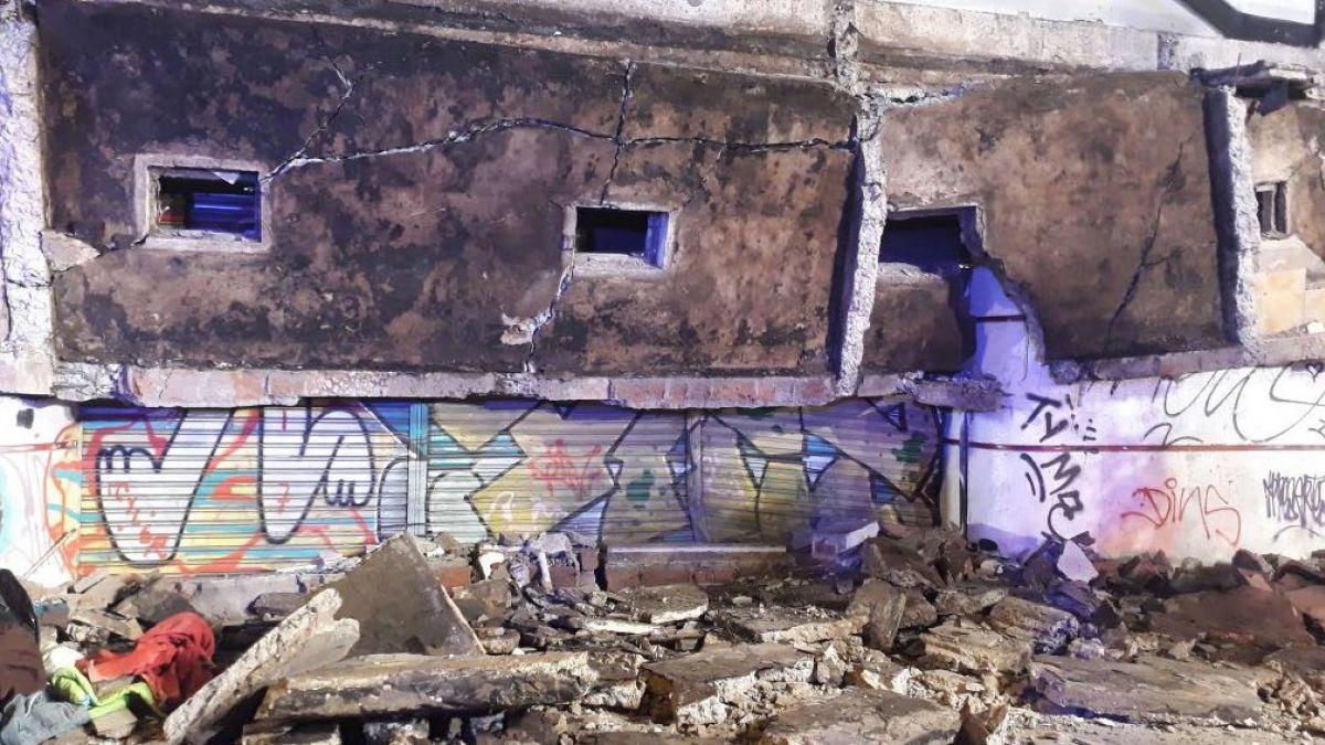 Desprendimiento de cornisa deja un muerto en la comuna de Santiago