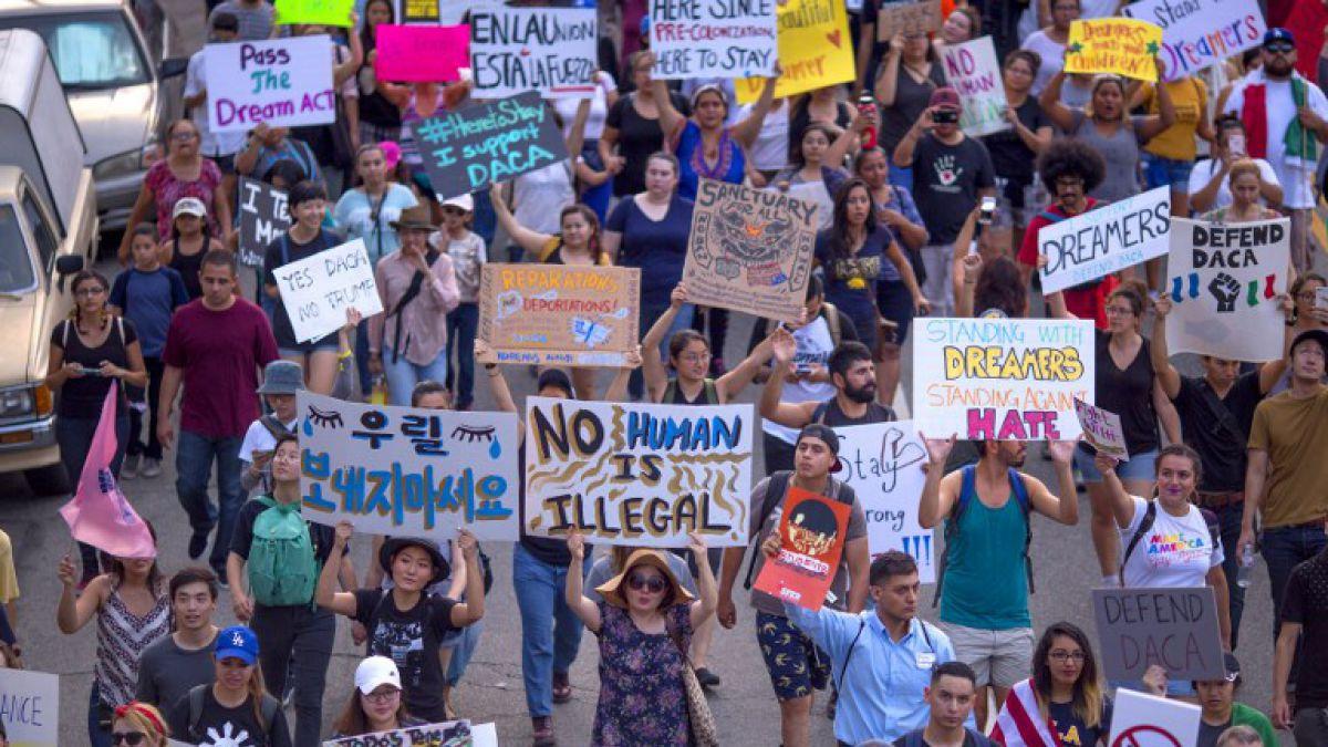 Líderes demócratas acuerdan proteger a los dreamers tras reunión con Trump