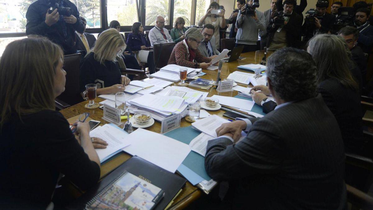 Comisión del Senado aprueba levantar el secreto de informe Valech