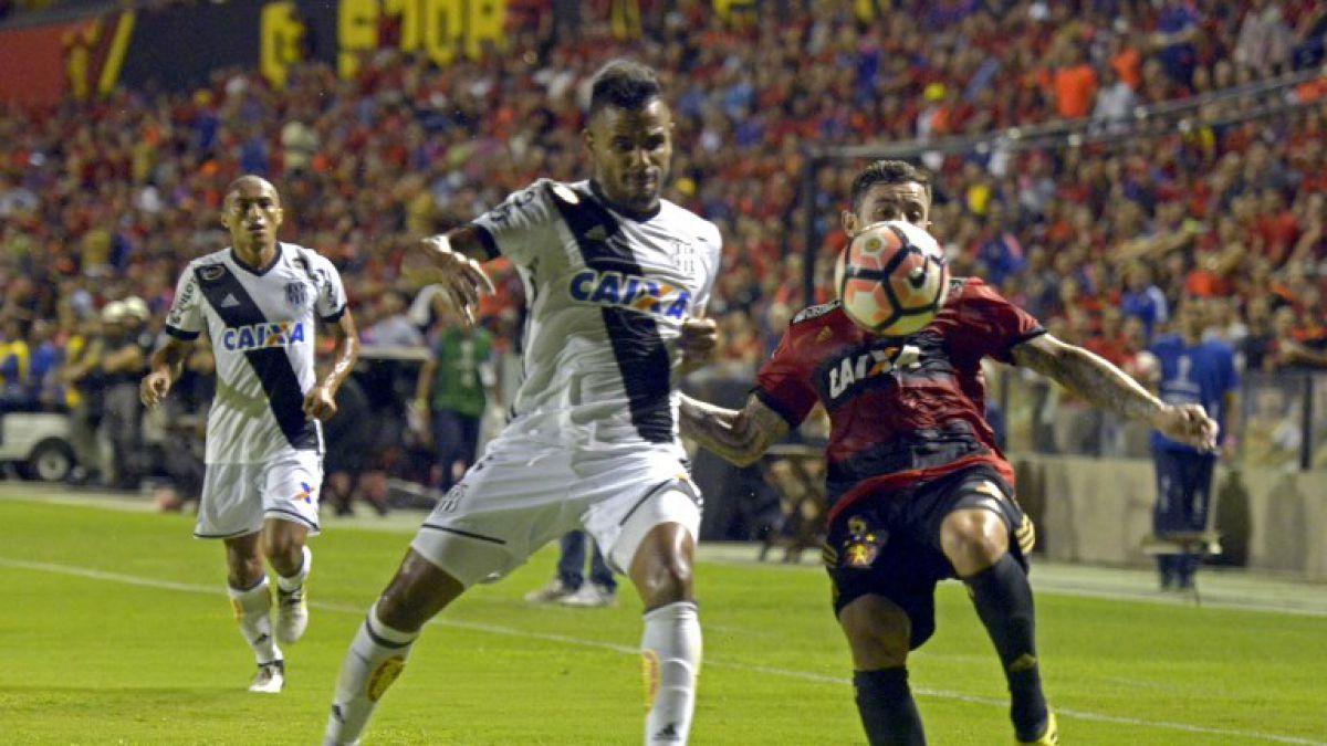 Sport Recife con Eugenio Mena celebra en octavos de final ida de Copa Sudamericana