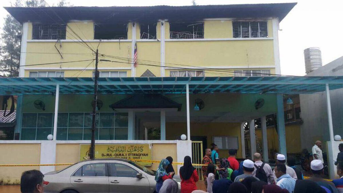 Mueren 25 personas en incendio de escuela en Malasia