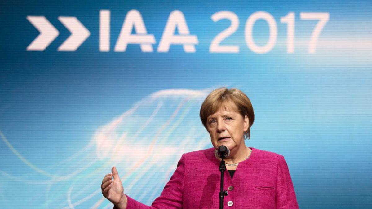 Merkel pide a la industria automotriz restablecer la confianza
