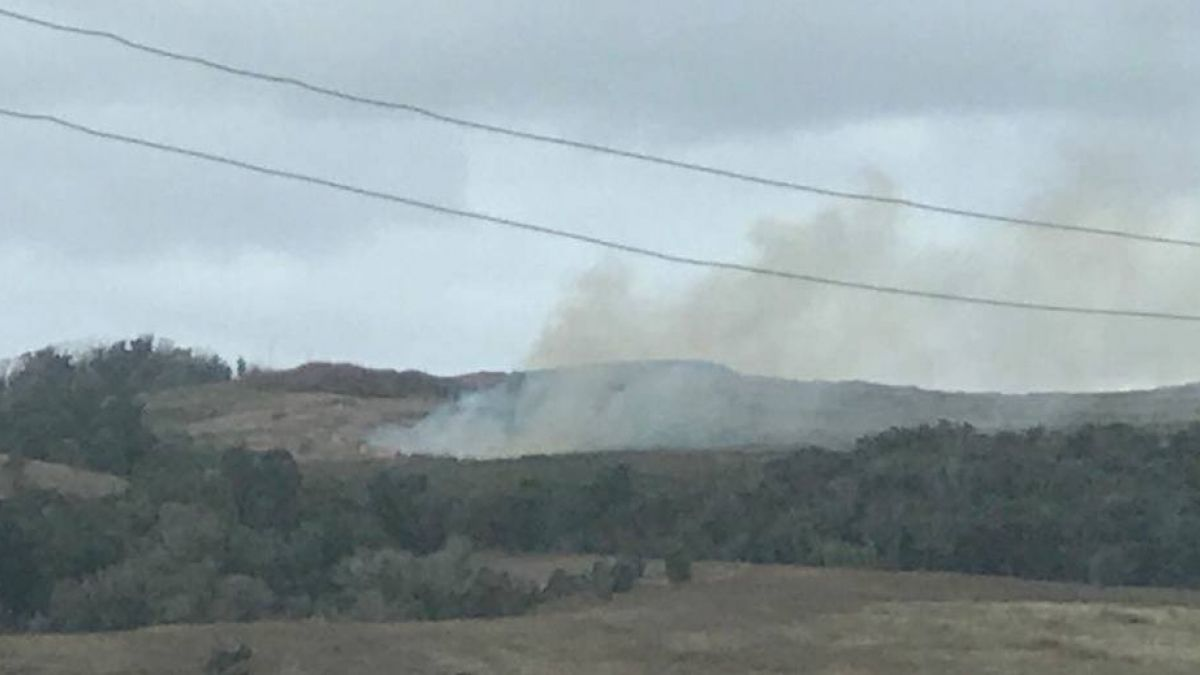 Incendio forestal afecta zona de Rano Kau en Isla de Pascua.