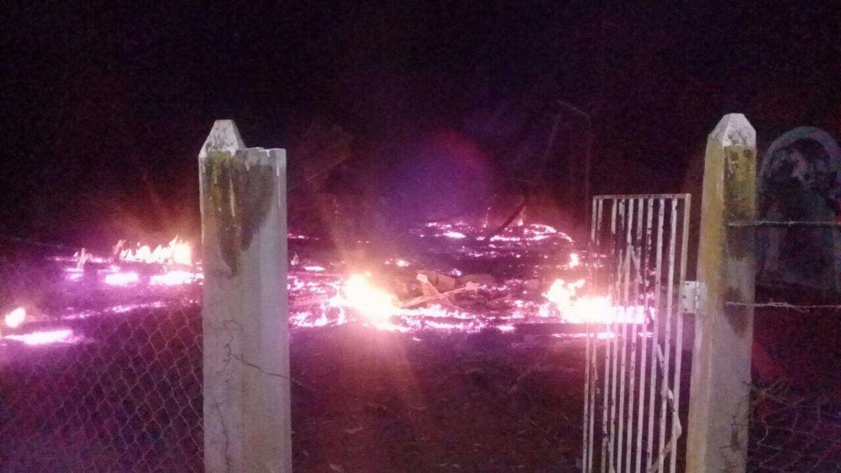 Queman tres iglesias en nuevos ataques en La Araucanía