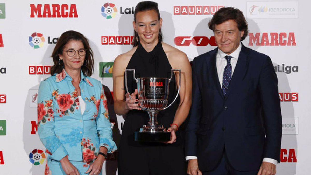 La arquera chilena Christiane Endler recibió el Premio Zamora en España