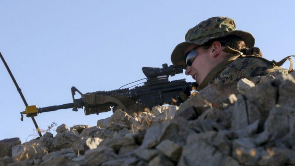 Una mujer hace historia en las fuerzas armadas estadounidenses