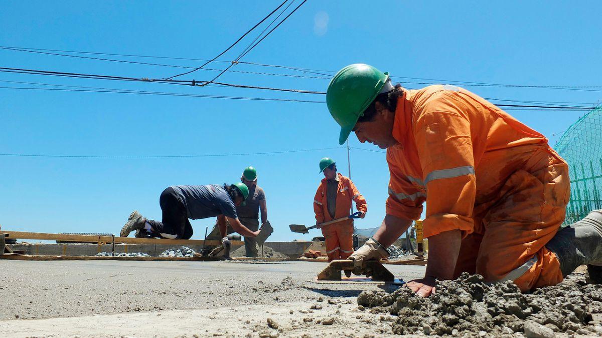 Desempleo en Santiago cayó 7,6 por ciento