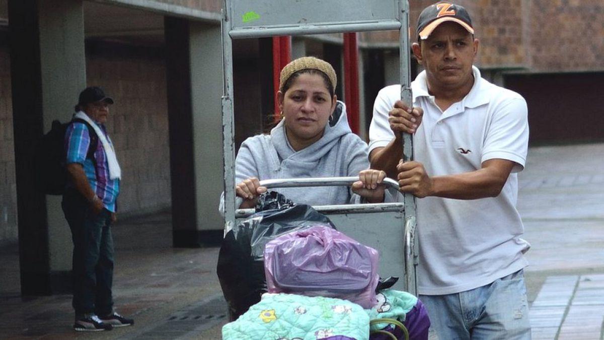Se quedó sin mamá y sin papá: la dramática historia de la pareja venezolana que migró a Colombia