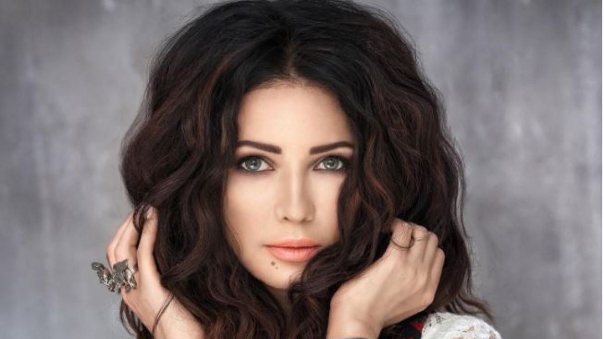"""Una cantante vivió su peor experiencia en Turquía: la detuvieron por parecer """"demasiado joven"""""""