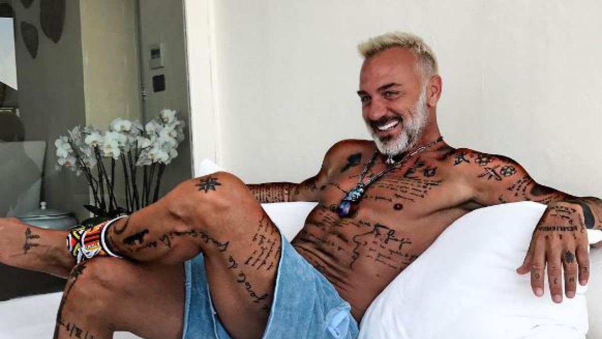 Critican a Gianluca Vacchi por bailar con un ¿perro fiel?