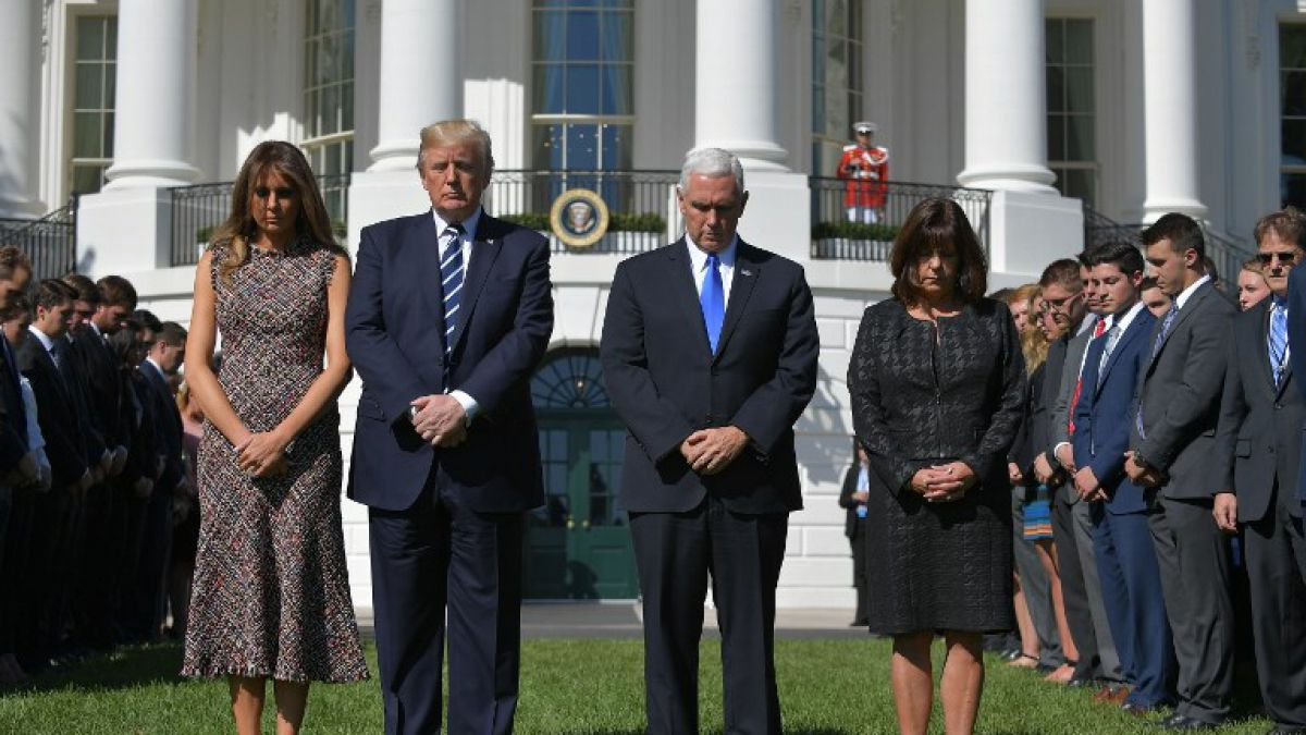 Trump rinde minuto de silencio en honor a víctimas de Las Vegas
