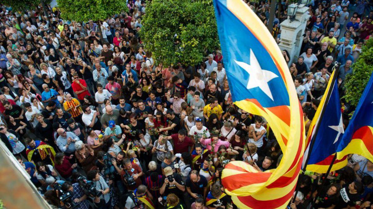 Barcelona se llena de banderas españolas por la unidad