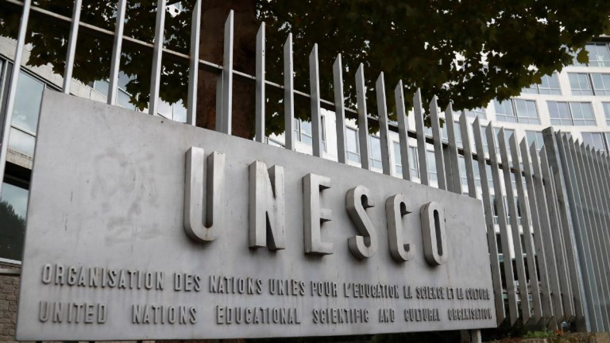 Unesco destituye a subdirector por presunto acoso sexual