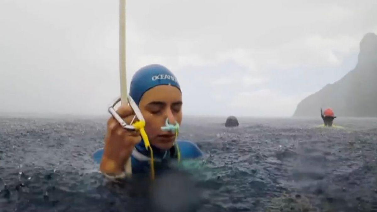 Desafiar la muerte cada vez que te sumerges en el mar: la apneista Sofía Gómez responde