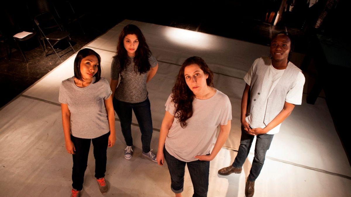 Obra protagonizada por inmigrantes llega al Teatro del Puente
