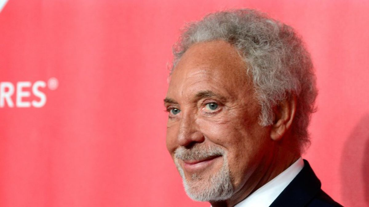 Tom Jones asegura haber sido víctima de acoso sexual en su juventud