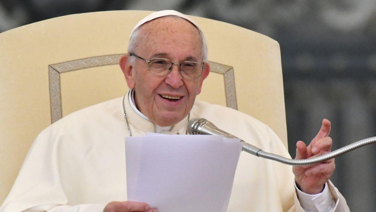 Candidatos responden por cifra de 10 mil millones de pesos que costaría traer al Papa a Chile