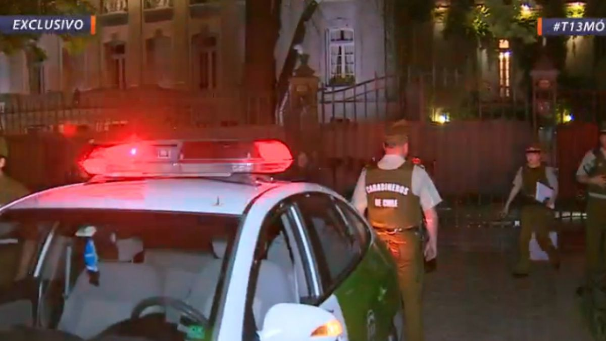 Encapuchados dañan embajada de Argentina en Chile en protesta por caso Maldonado