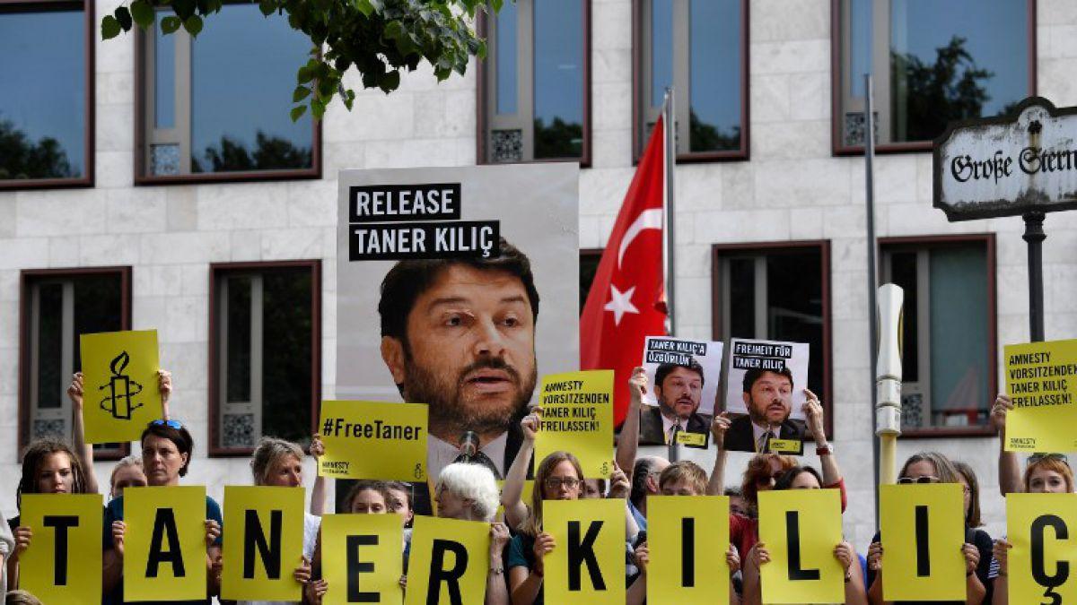 Tribunal turco ordenó que responsable de Amnistía Internacional siga detenido