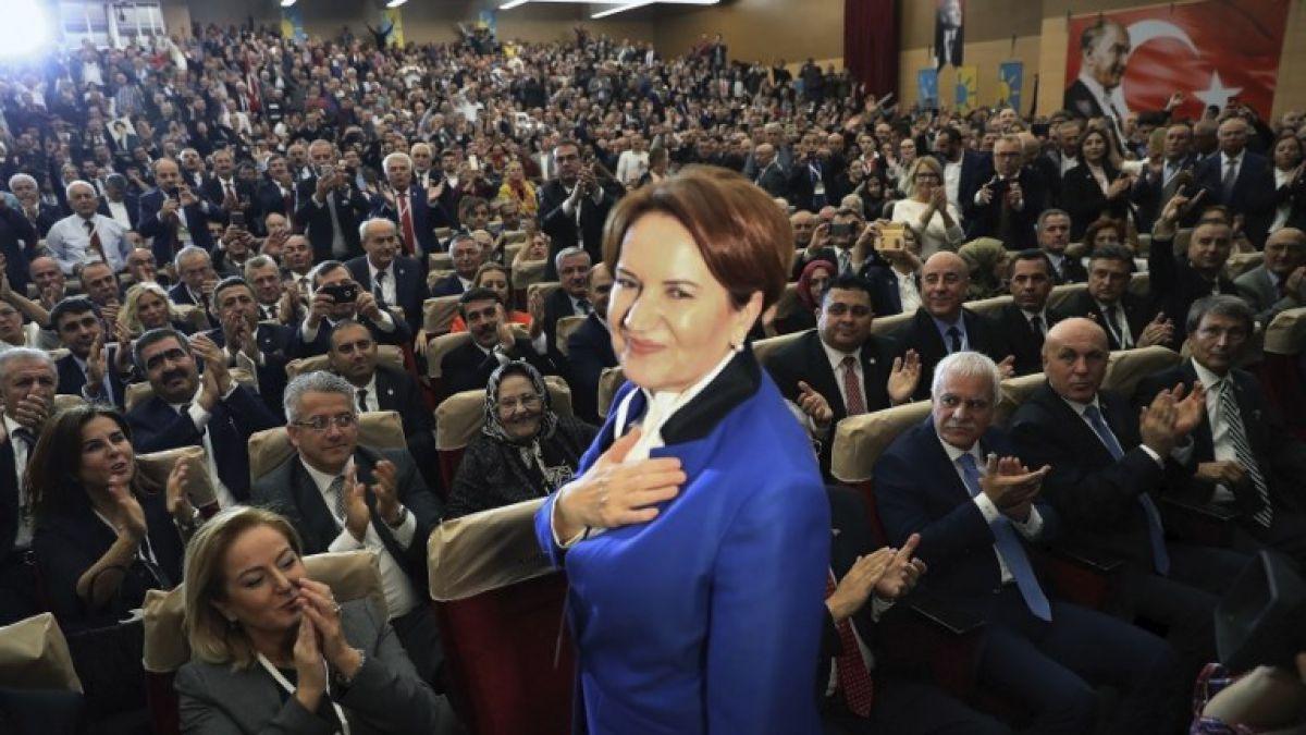 La dama de hierro turca lanza su partido para desafiar a Erdogan