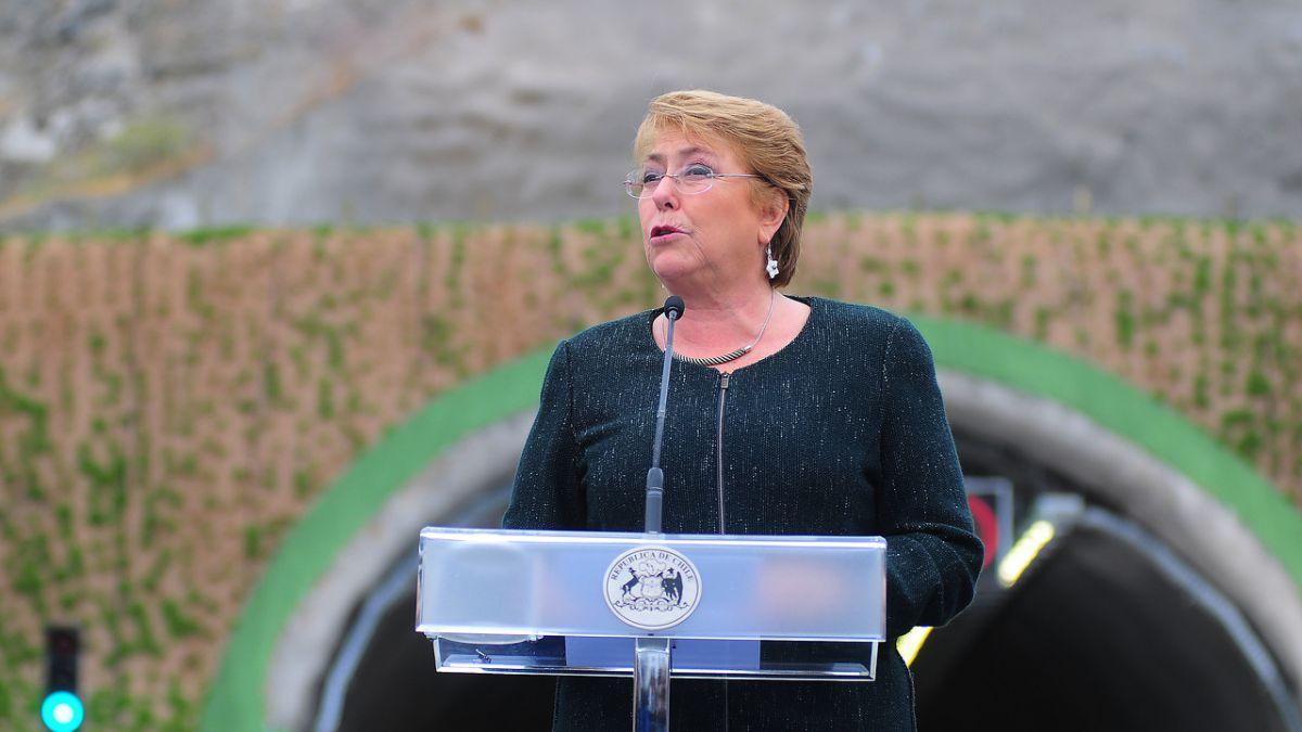 Bachelet pide mirar con más optimismo la situación de Chile en inauguración del túnel Chamisero II
